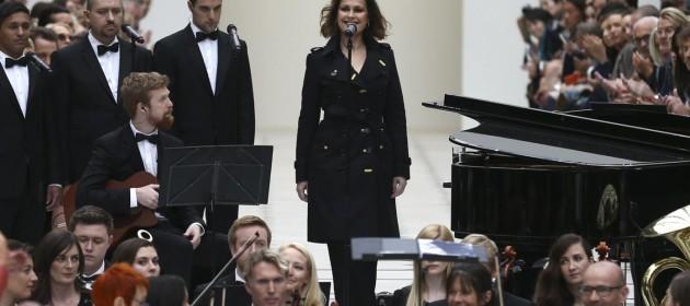 Alison-Moyet-Burberry